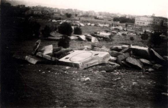 saloniki-greece-1945-broken-gravestones-in-the-destroyed-jewish-cemetery-2
