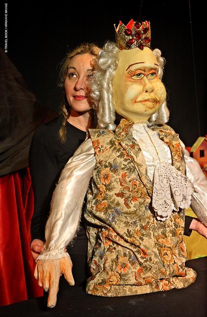 Μουσείο κούκλας, Λάρισα: Η συλλογή του δημοτικού κουκλοθίασου Τιριτόμπα αποτελείται από 300 και παραπάνω κούκλες σε φυσικό μέγεθος που ζωντανεύουν παραμύθια. Στον χώρο λειτουργούν και εργαστήρια για παιδιά. * Μύλος του Παπά, Λάρισα, 2410 251657