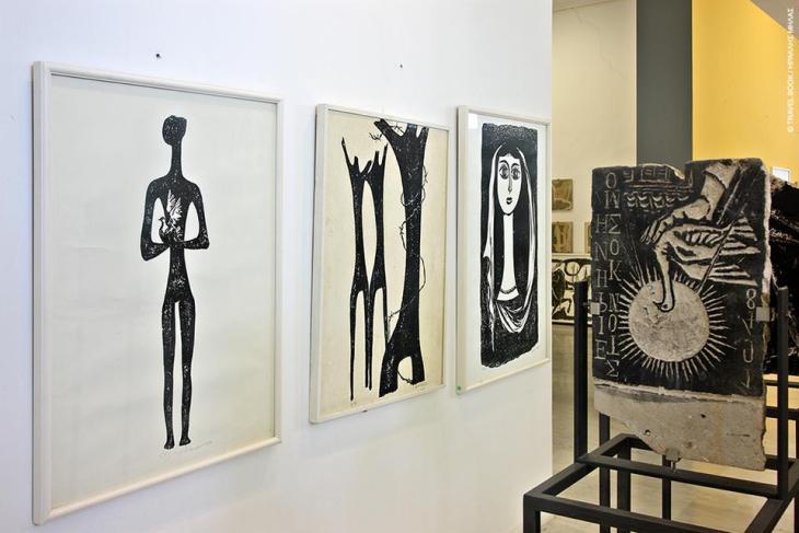 Μουσείο και Κέντρο Χαρακτικών Τεχνών Βάσως Κατράκη, Αιτωλικό: Η Βάσω Κατράκη ήταν μία από τις κορυφαίες μορφές στον χώρο της χαρακτικής. Γεννημένη στο Αιτωλικό το 1914, αφιέρωσε σχεδόν ολόκληρη τη ζωή της υπηρετώντας την τέχνη της, δημιουργώντας έργο που ξεπέρασε τα στενά όρια της Ελλάδας. Το μουσείο προς τιμήν της φιλοξενεί πάνω από τετρακόσια έργα, χαρακτικά ανάτυπα, πρωτόλεια σχέδια (χρωματιστά και μαυρόασπρα), μήτρες από πέτρα και ξύλο κ.ά. *Επισκέψιμο κατόπιν συνεννοήσεως. Αιτωλικό, 26320 23269