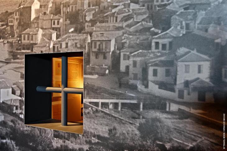 Μουσείο Δημοκρατίας, Λήμνος: Η ιστορία του νησιού (αλλά και άλλων) ως τόπος εξορίας πολιτικών κρατουμένων κατά το διάστημα 1929-1964 ξεδιπλώνεται σε ένα κτίριο που λειτουργούσε ως αναρρωτήριο για τους εξόριστους. Μεγάλο μέρος του πλουσιότατου φωτογραφικού υλικού προέρχεται από το αρχείο του Αγιοστρατίτη φωτογράφου Βασίλη Μανικάκη.  * www.mouseiodimokratias.gr