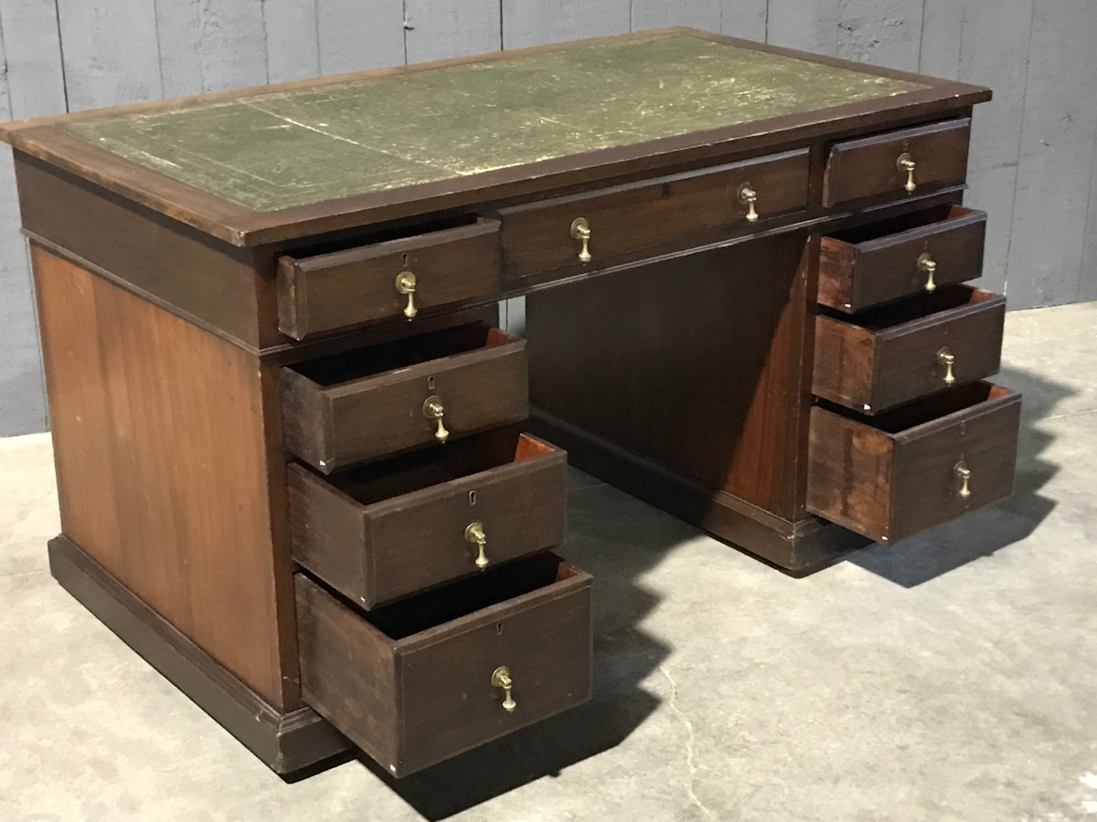Desks With Drawers Mahogany English Desk With Drawers With Green Leather Top Desks