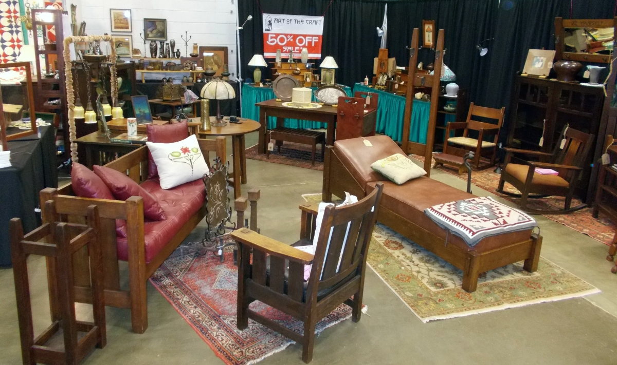 Antiques Vintage Collectibles Holiday Décor Overflow At Dulles Expo Center S Dc Big Flea November 3 4