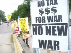Twin Cites protest against plans for war on Syria. (Fight Back!News/Staff)