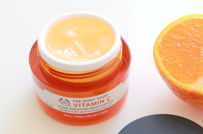 the-body-shop-vitamin-c-glow-boosting-moisturiser-04