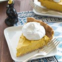 Sugar- & Oil-free Creamy Pumpkin-Coconut Pie.
