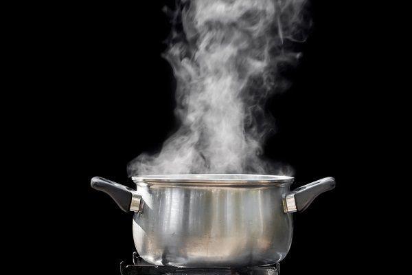 沸騰した鍋