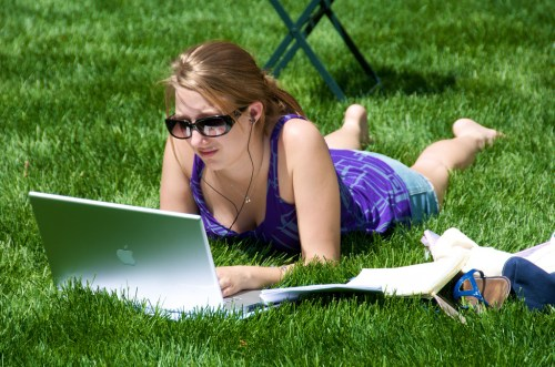 Woman blogging (?) in the park.