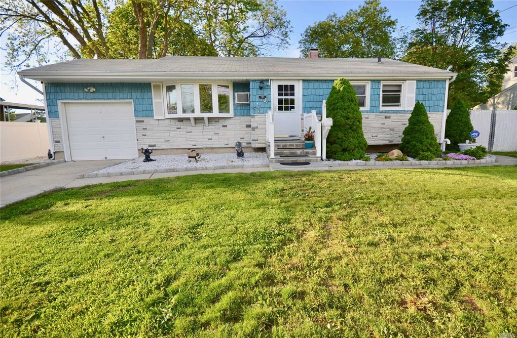 37 Hewes St, Brentwood, NY 11717 - realtor®