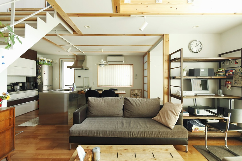 Vintage creative living design for the apartment for Modern japanese living room layout