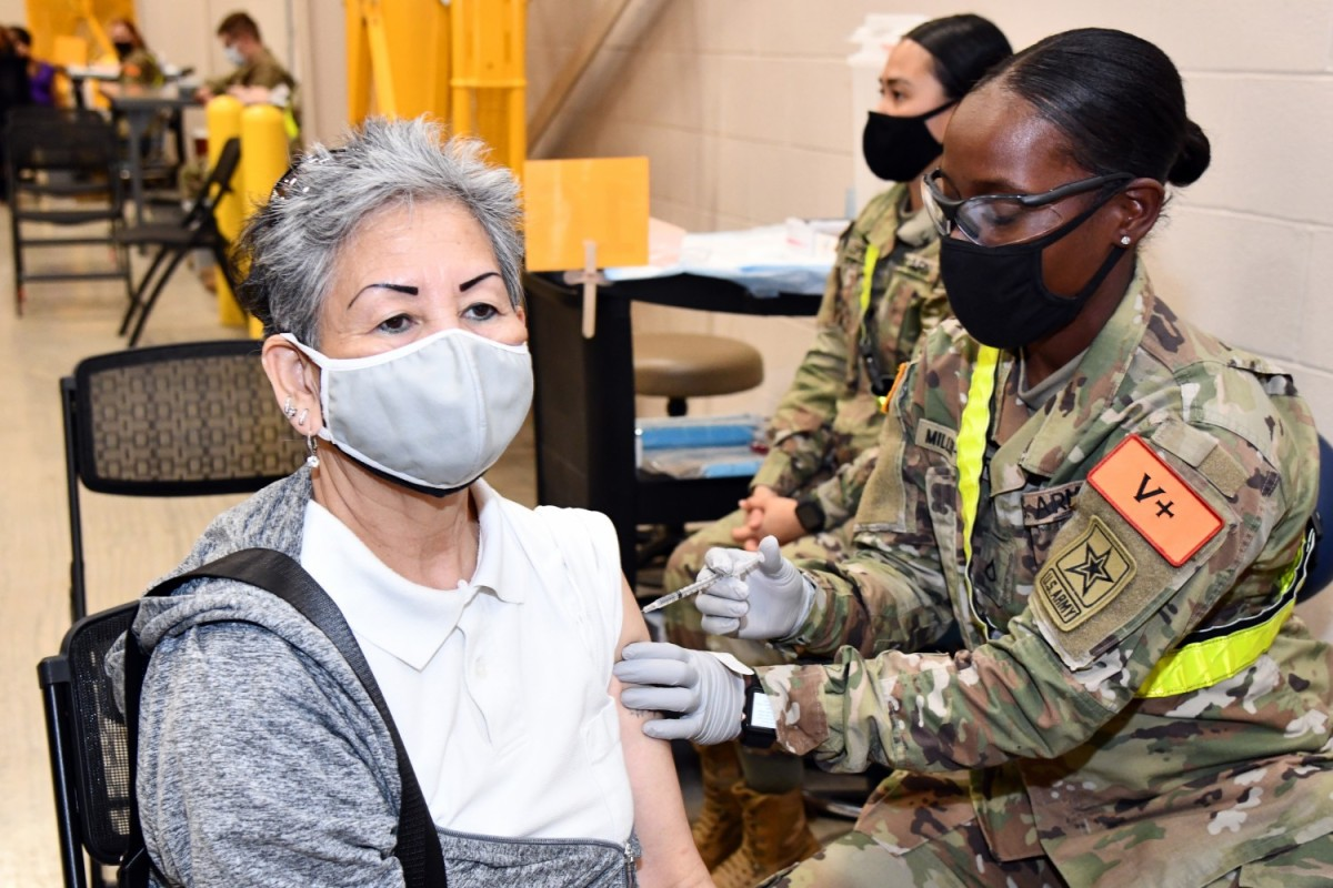 Medcoe Soldiers Assist Bamc Administering Covid 19 Vaccines Article The United States Army