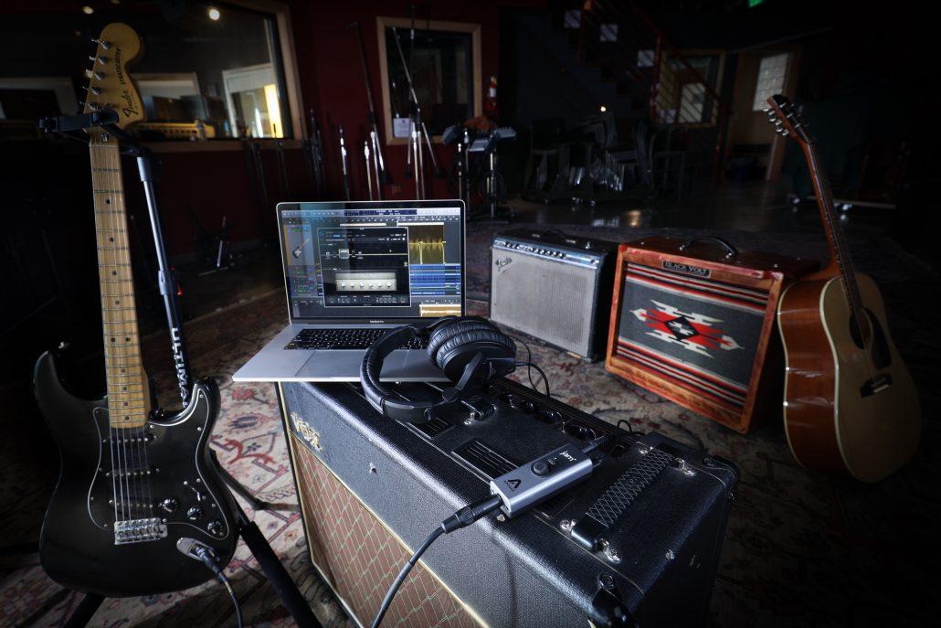 JAM - Guitar Interface for iPad  Mac - Apogee Electronics