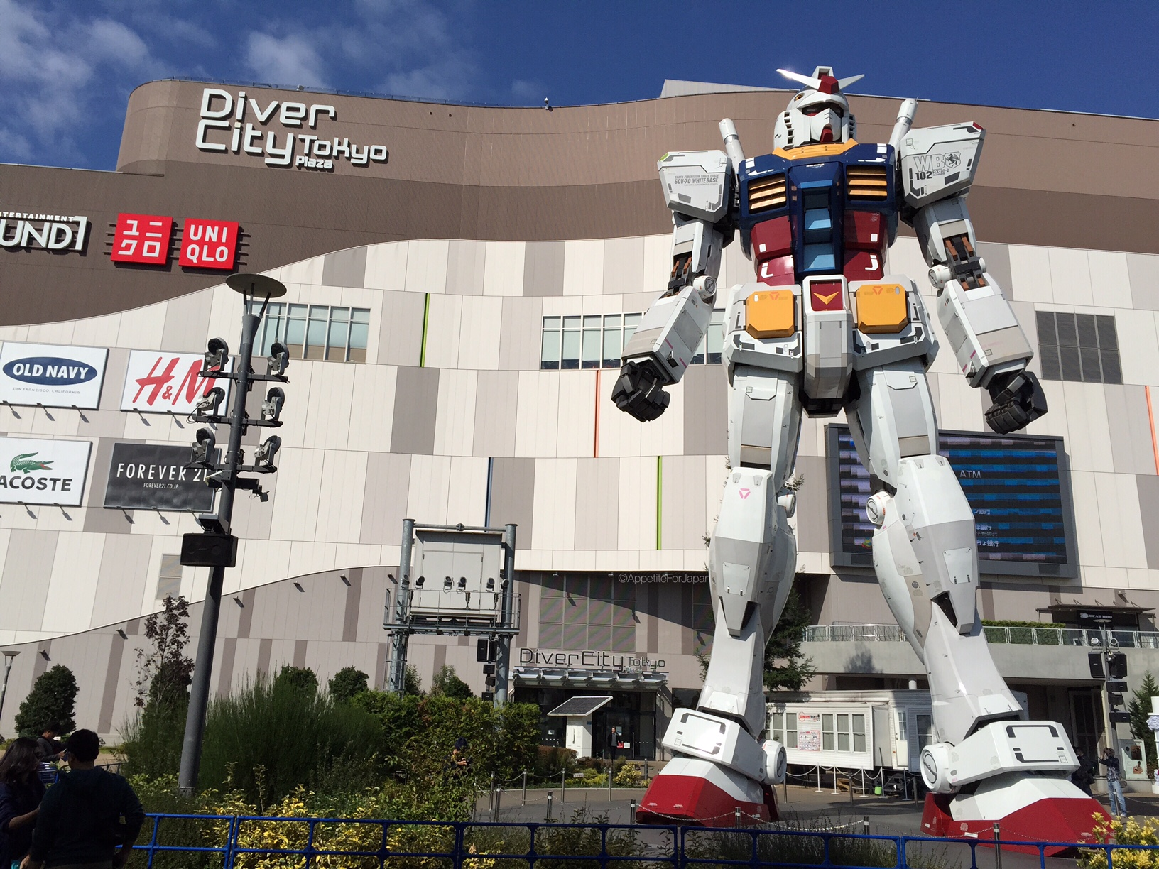Full Hd Wallpaper Couple Diver City Tokyo The Ultimate Gundam Experience