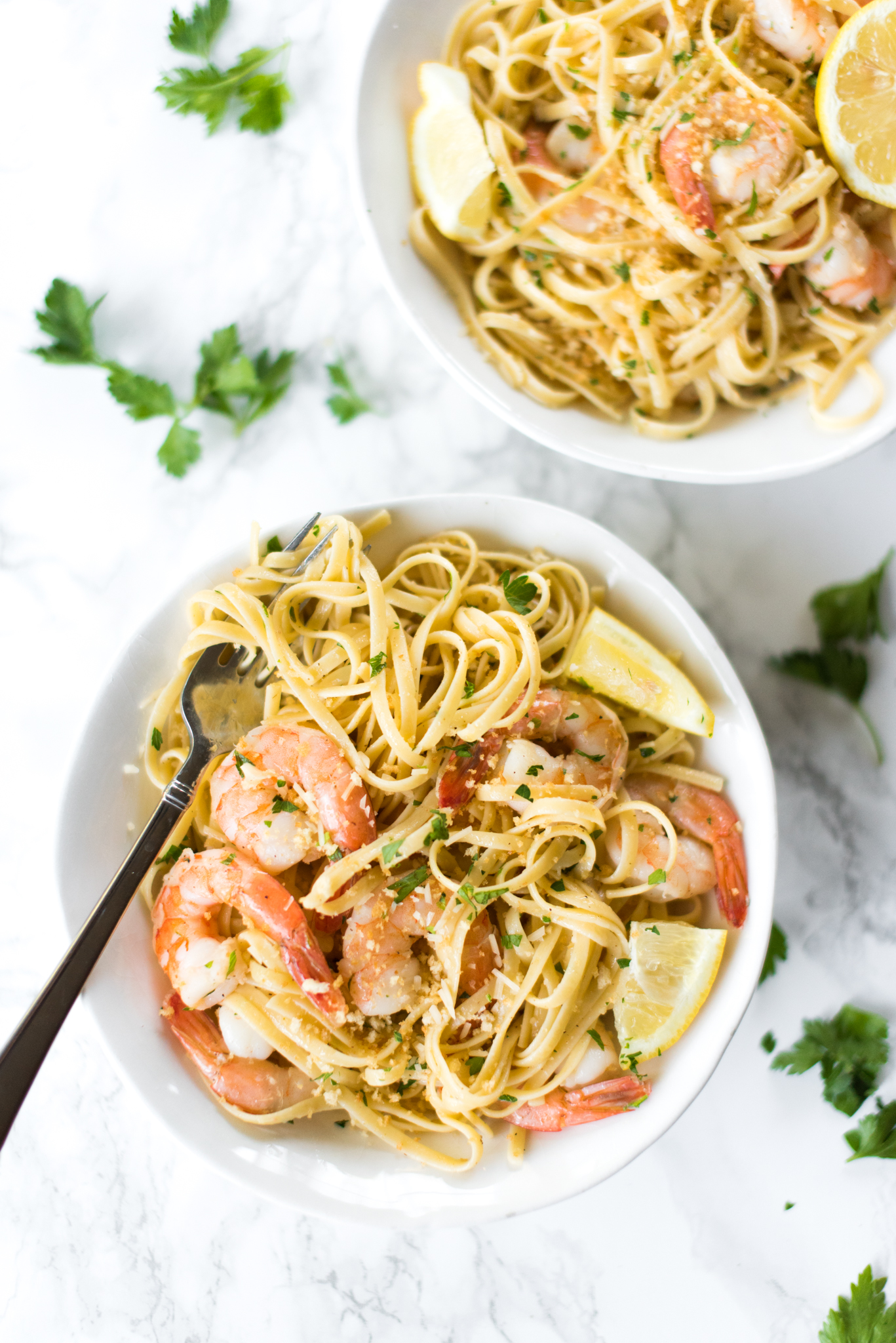 Garlic Shrimp Scampi- an easy weeknight meal that's absolutely mouthwatering!
