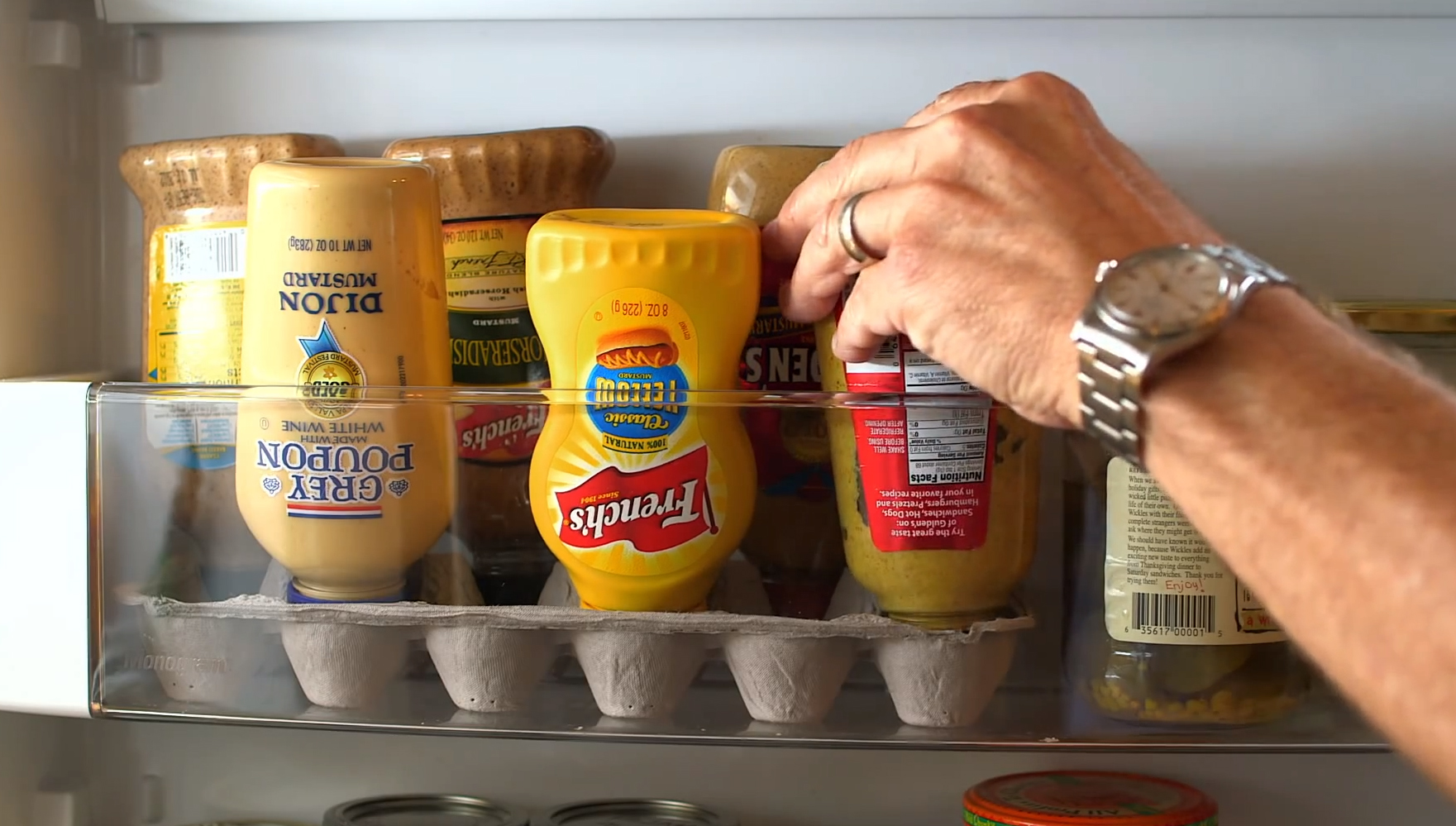 Life Hacks Ordnung Heres The Perfect Condiment Caddy For Your Refrigerator