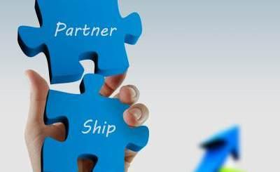 Partnership of Property Data Service  & E&O Business - Image courtesy of nokhoog_buchachon / FreeDigitalPhotos.net