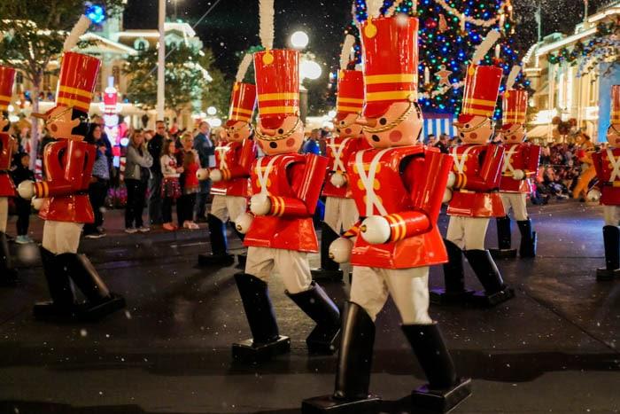 disney-very-merry-christmas-5-of-34