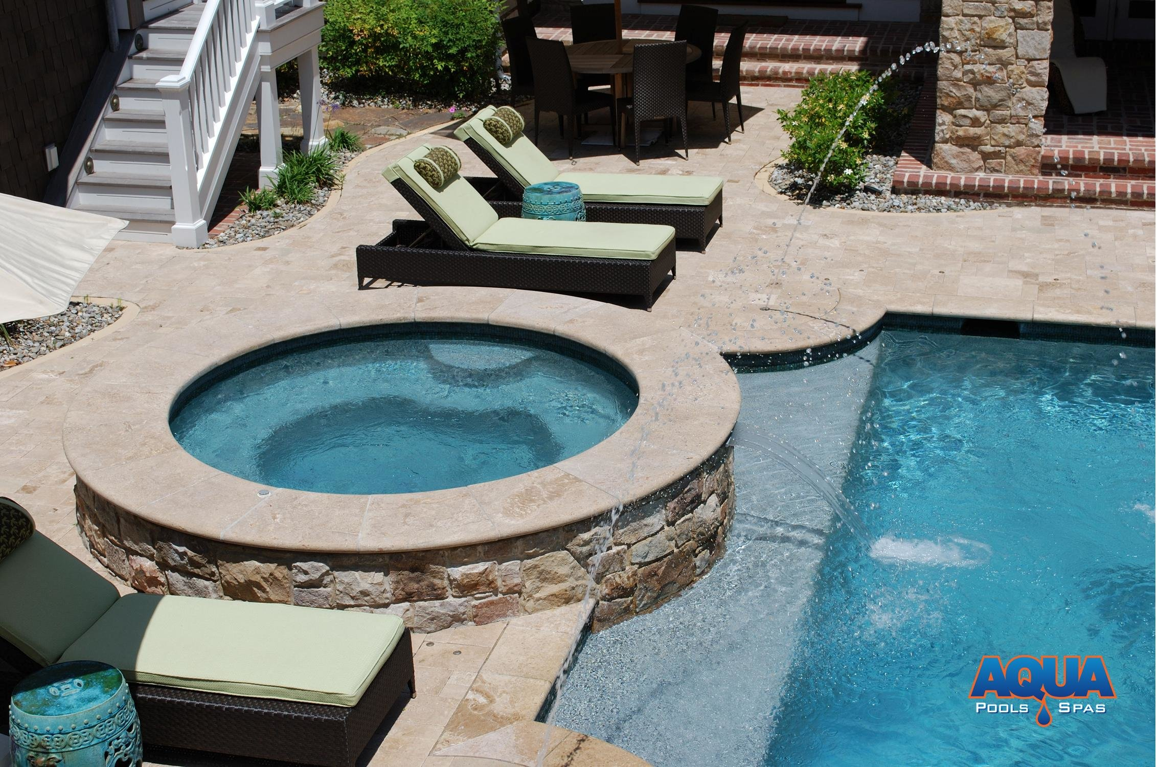 Jacuzzi In The Pool Custom Spas Custom Gunite Hot Tubs Aqua Pools And Spas