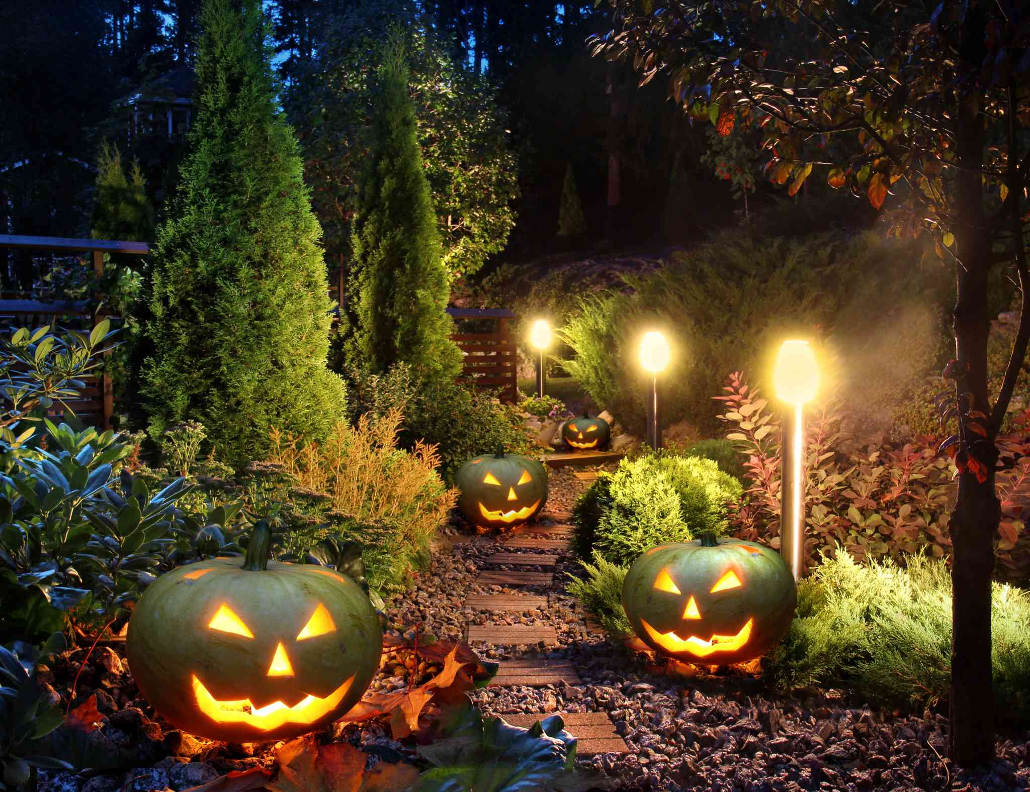 Decoration Extérieure Halloween 5 Scary Ways To Light Up Your Yard For Halloween Aqua Bright