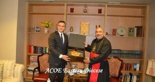 نيافة الأسقف الجليل (مار بولص بنيامين) أسقف شيكاغو وشرق الولايات المتحدة الأميركية يستقبل السيد (أوموت آكار) القنصل العام التركي في كنيسة مار أندريوس الرسول