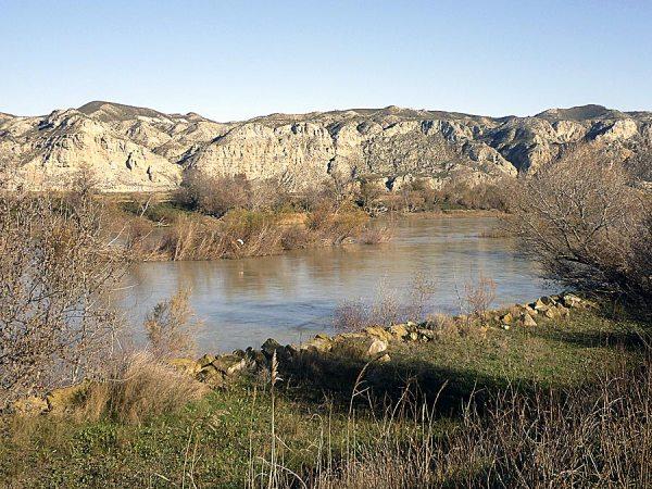 Escarpes yesíferos sobre el Ebro (R-20).