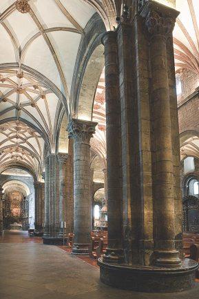Interior de la catedral de Jaca.