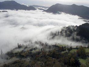 Valle de Betesa bajo la niebla