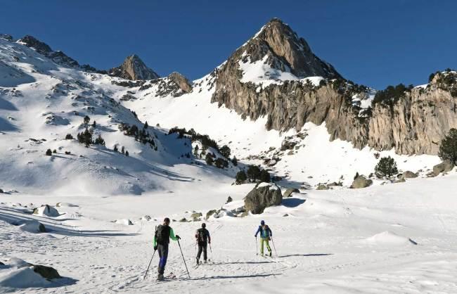 Rutas con esquís: pico Paderna desde los Llanos del Hospital
