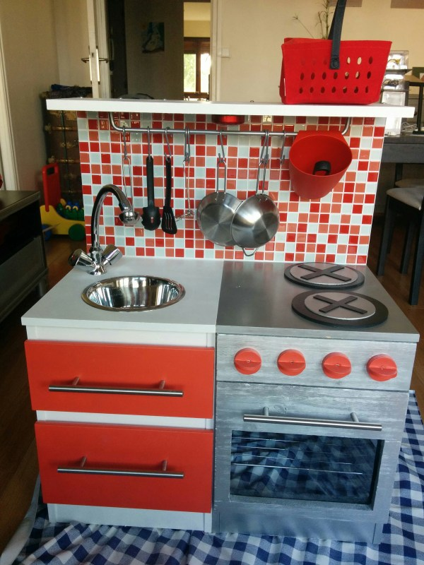 Diy construire une cuisine pour enfant sur une base ik a - Fabriquer sa table de cuisine ...