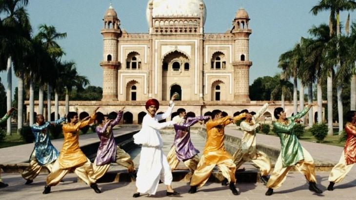 インド衣装の平井堅