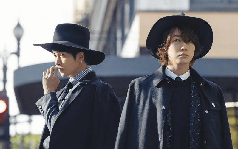 "Kame to Yamapi are classy for ""Senaka goshi no Chance"" single covers"