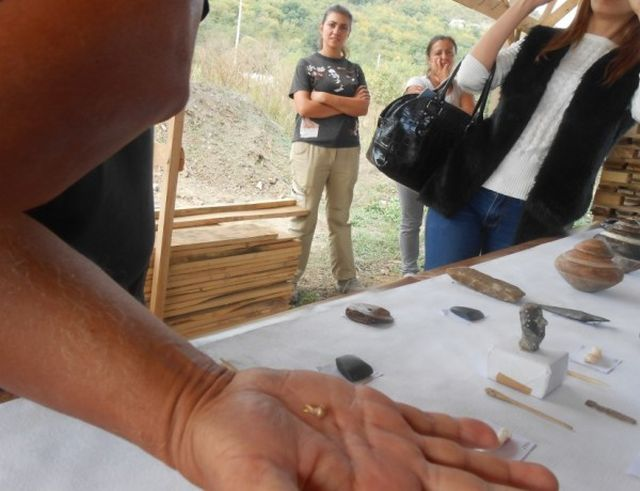 The gold jewel discovered in the 6,300-year-old Late Chalcolithic necropolis near Bulgaria's Provadiya might be 200-300 years older. Photo: Standart daily