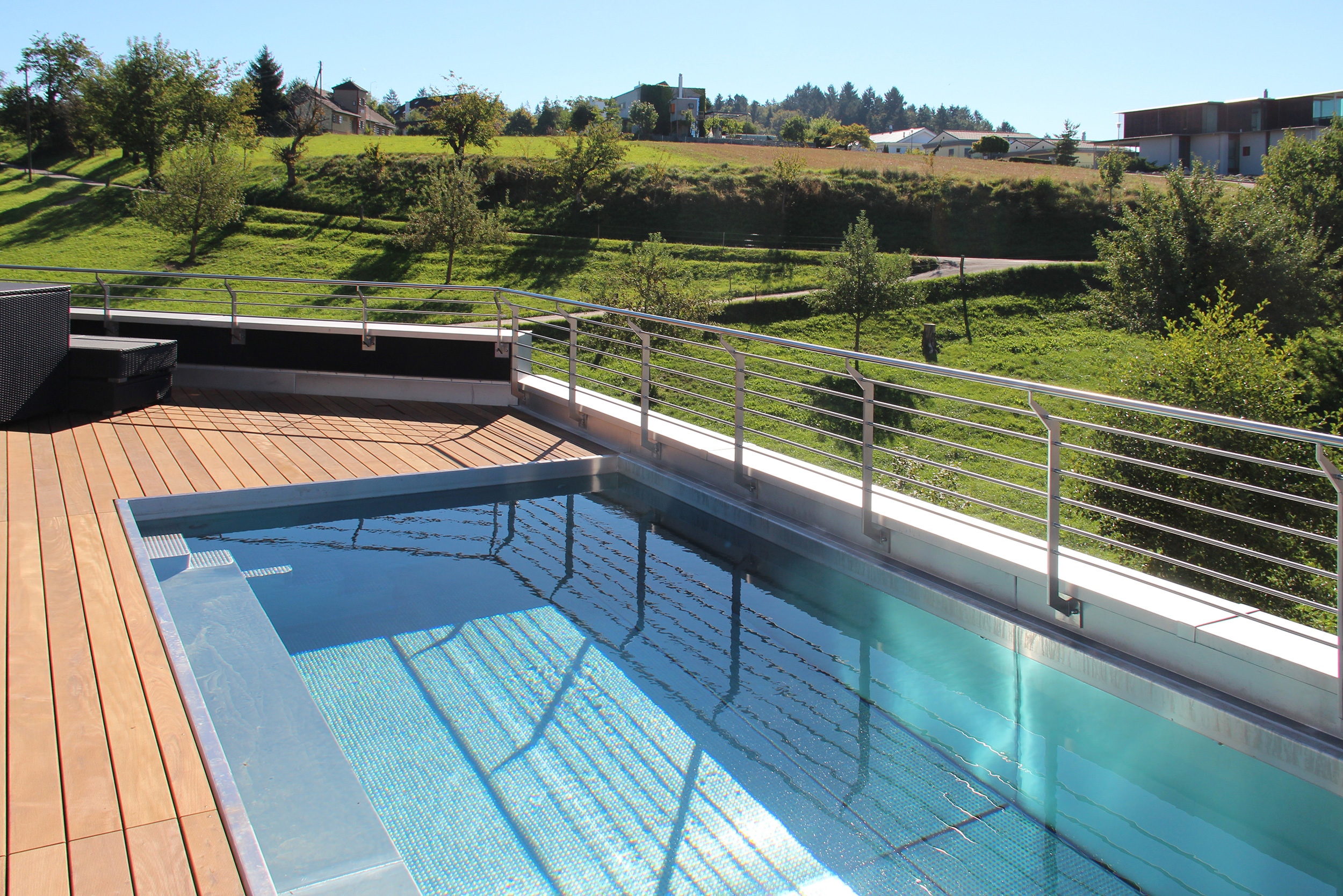 Holzterrasse Pool Pool In Terrasse Integriert Swimming Pool Mit Traumhaftem