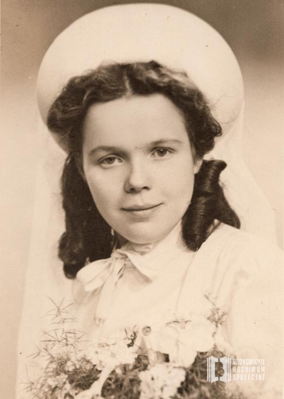 1943 r. Portret ślubny Bronisławy Kordas (z d. Sikora) wykonany w Domu Fotografii Bielec. Ofiarowała: Krystyna Kordas.