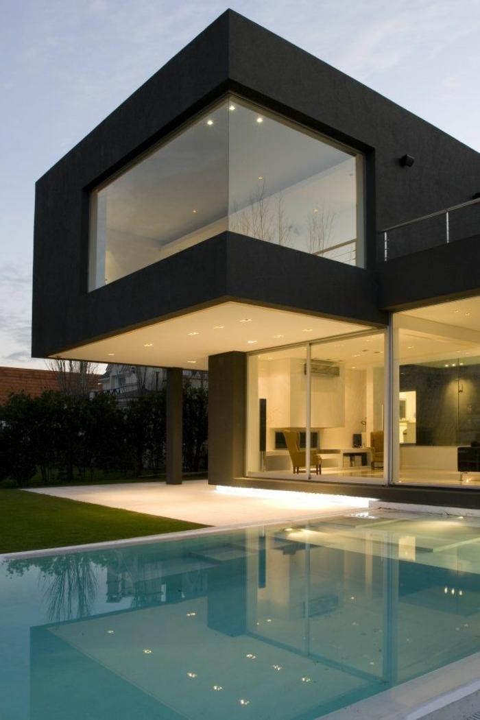 jolie-maison-blanche-de-style-minimaliste-avec-petit-cour-et