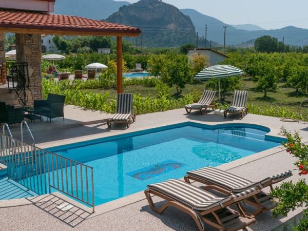 Effektvolle Poolgestaltung im Garten - Archzinenet - poolgestaltung garten