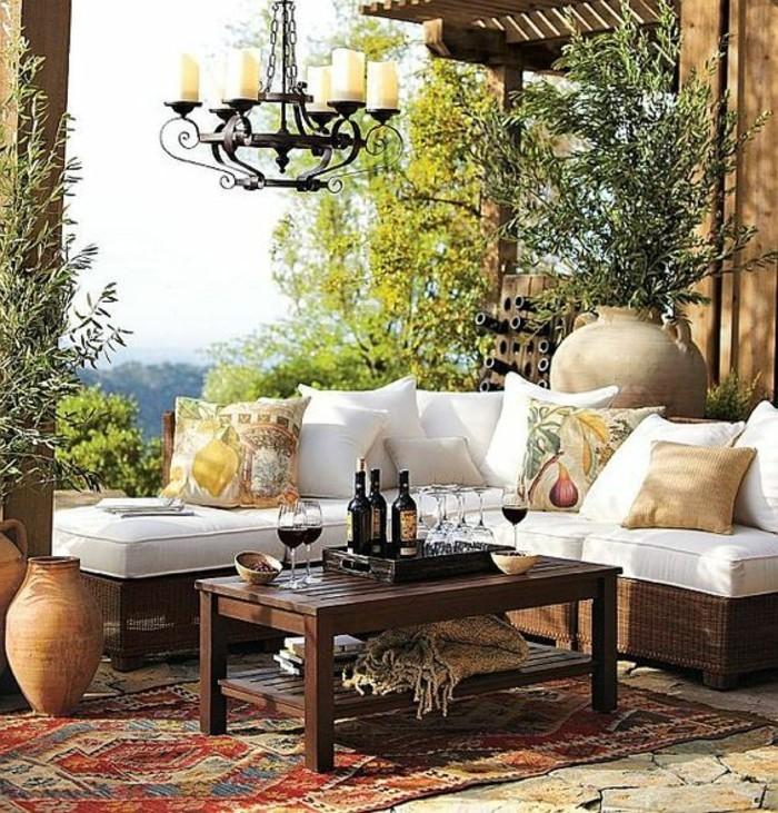 Amazing Mediterrane Sitzecke Im Garten Cool Akzente Setzen Mit Mbeln Und Verspielte  Mediterrane Deko Garten With Garten Mbeln
