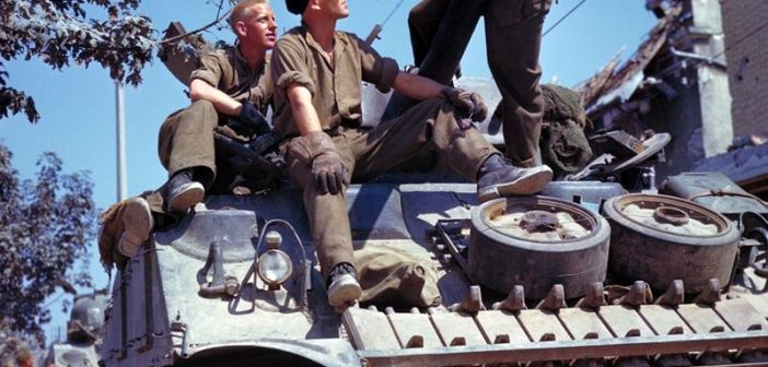 Crew_of_a_Sherman-tank_south_of_Vaucelles