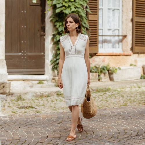 Tempting Summer Little Dress Stella Forest Zara Slides Straw Bag Aria Di Bari French Street Style Fashion Blogger Saint Tropez Broderie Anglaise 3