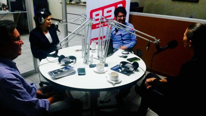 Entrevista de radio, Gloriana y Alejo
