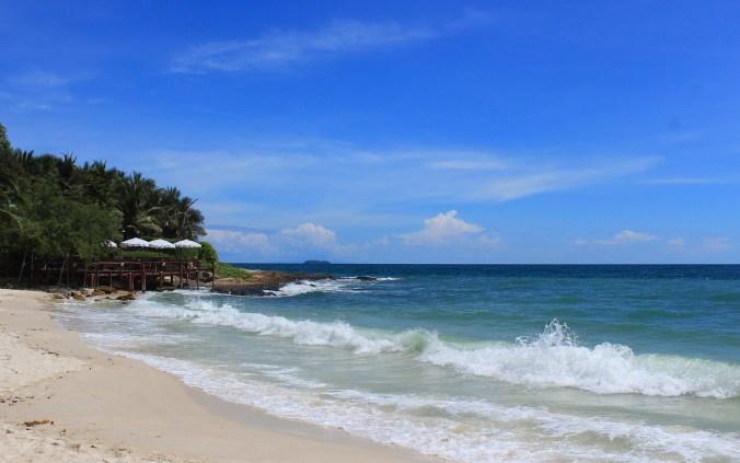 An almost empty beach in Koh Samet, Thailand.