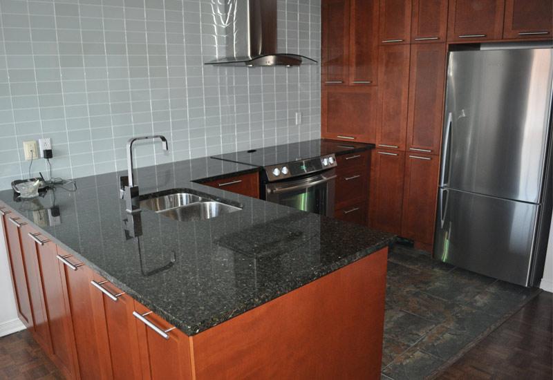 Armoire cuisine en bois armoires de cuisine en bois de for Armoire de cuisine a bon prix