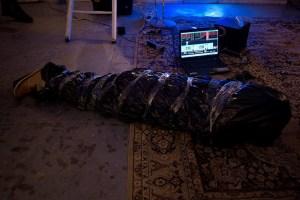 """Александр Цикаришвили во время перформанса """"Базовые ценности"""""""
