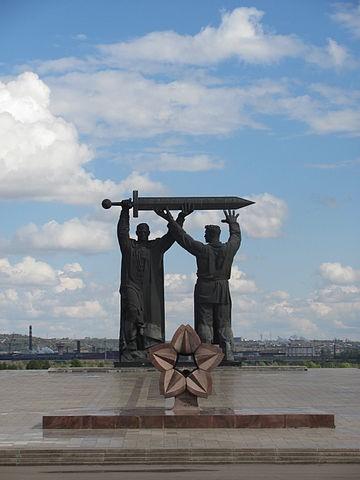 2. Монумент «Тыл — фронту». 1979. Магнитогорск