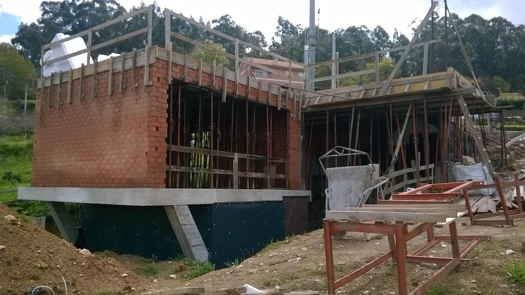 La obra de la casa en bembrive vigo va cogiendo forma - Estudios de arquitectura vigo ...
