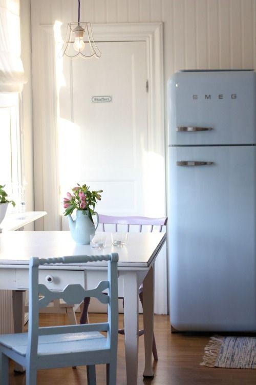 Cucine pastello e accessori per decorarla lo shabby sposa il vintage foto - Cucine con frigo smeg ...