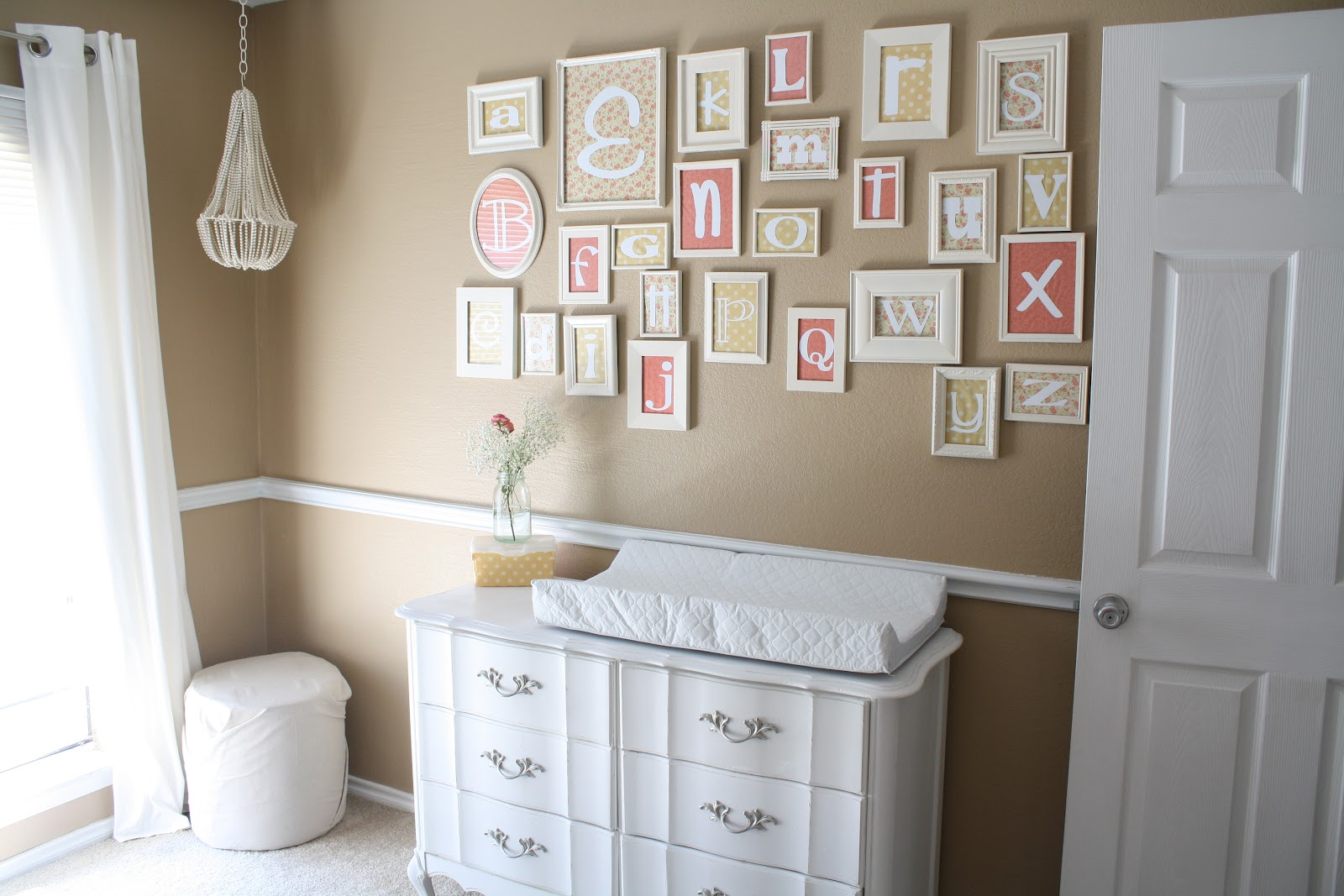 Come Decorare Le Pareti Di Casa In Stile Shabby Chic: Idee E Foto #413528 1600 1067 Mobile Sala Da Pranzo Ikea