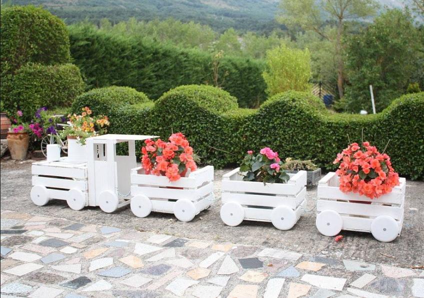 Ecco cosa puoi realizzare con il fai da te legno in giardino - Aiuole giardino fai da te ...