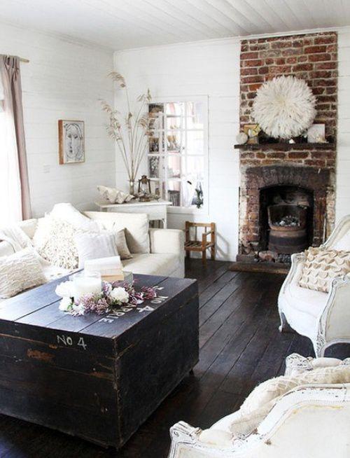 Le pareti interne in pietra sono perfette per lo stile rustico