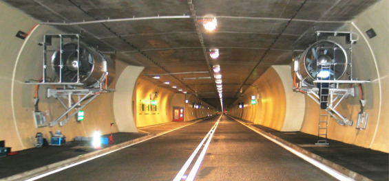 On the problem of ventilation control in case of a tunnel fire event
