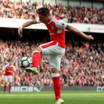 10-man Arsenal dig in to beat Swansea and make it six successive Premier League wins
